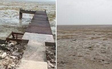Z pláže na Bahamách sa kvôli hurikánu Irma stratila voda. Vzácny fenomén spôsobil, že ju vtiahol do seba