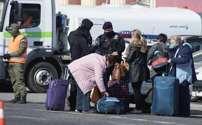 Z Rakúska sa vrátila aj žena s potvrdeným testom na koronavírus. V autobuse sedela s ďalšími 14 zdravými Slovákmi