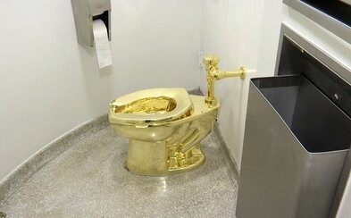 Z rodného domu Winstona Churchilla ukradli zlatý záchod za 29 milionů korun