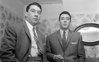 Z tvrdé ulice až mezi smetánku: Bratři Krayovi ovládali podsvětí Londýna a přátelili se i s politiky či Frankem Sinatrou