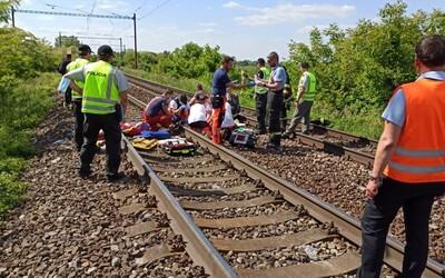 Za Bratislavou zrazil vlak dve maloleté dievčatá, na miesto okamžite dorazili záchranári aj polícia