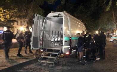 Za brutálnu bitku v Bratislave dostali chuligáni pol roka basy