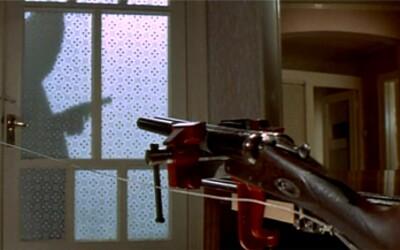 Za dvere si nainštaloval pištoľ ako pascu proti votrelcom, omylom sa však zastrelil