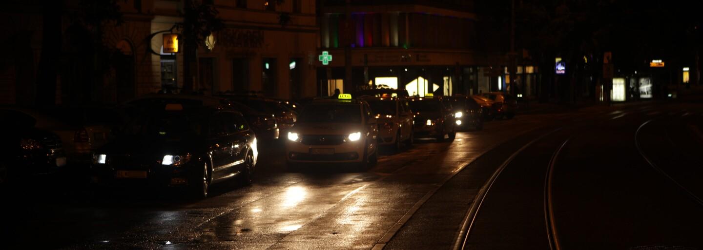 Za koľko ťa taxikári v noci odvezú z centra Bratislavy? Podvodník bez licencie nás chcel pripraviť o 60 €