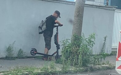 Za krádeže elektrických kolobežiek v Bratislave hrozia zlodejom 2 roky väzenia