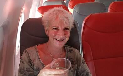 Za letenku zaplatila 50 eur, ale odrazu mala celé lietadlo len pre seba. Karon dostala VIP starostlivosť od palubného personálu aj pilotky