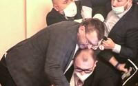 Za rvačku ve Sněmovně Volný zaplatí jedním poslaneckým platem