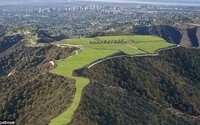 Za tento pozemek v Beverly Hills chtějí majitelé miliardu dolarů. Exkluzivní kousek země na kopci nabízí parádní výhled
