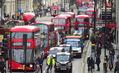 Za vjezd do centra Londýna řidiči zaplatí až 3 tisíce korun. Město tak bojuje proti emisím