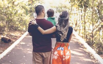 Zabudni na romantické zoznamky. Tento pár sa našiel online len preto, aby spolu vychovali deti, aj bez lásky