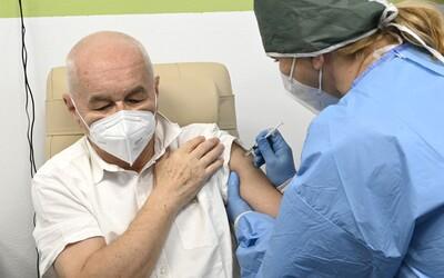 Začala registrace na očkování pro seniory nad 70 let. Víme, jak se přihlásit