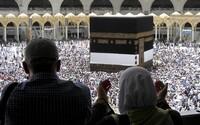 Začala sa jedna z najväčších pútí sveta. Do Mekky však miesto 2 miliónov veriacich príde len 1 000 ľudí
