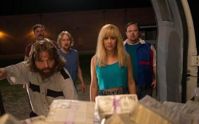 Zach Galifianakis a sexy Kristen Wiig v bláznivé komedii vyloupí banku. Budeme se u toho bavit? (Recenze)