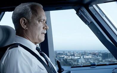 Záchrana lietadla a jeho pasažierov je v novom IMAX traileri na Eastwoodov film Sully ešte dramatickejšia