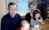 Žádná chůva, ale milující manželka. Profesor z vtipného virálního videa na BBC i s rodinkou vysvětlil, co se vlastně stalo