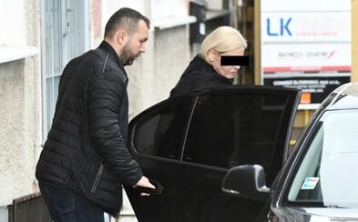 Zadržaná sudkyňa sa vraj nechala kúpiť za kabelku, úplatky pre ďalších sa točili až v státisícoch eur. Peniaze brali aj v igelitke