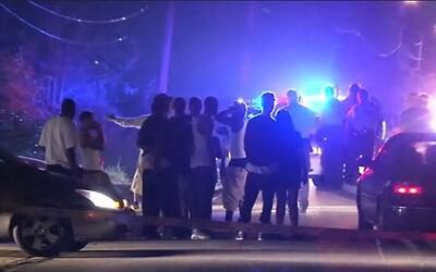 Zadrželi jim kámoše, tak se 50 teenagerů pokusilo vloupat do policejní stanice. Při snaze o osvobození musely být přivolány posily