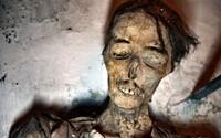 Záhadné múmie pochované v člnoch v čínskej púšti majú neočakávaný pôvod, odhaľuje nová štúdia ich DNA