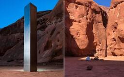 Záhadný kovový monolit, ktorý našli uprostred púšte, niekto potajomky odstránil. Nikto nevie, ako sa tam dostal, ani ako zmizol
