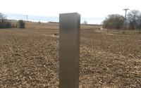 Záhadný monolit se údajně objevil už i v Česku