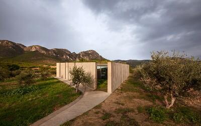 Zajímavá a zvláštní geometrická stavba, která se skrývá v úpatí řeckých hor