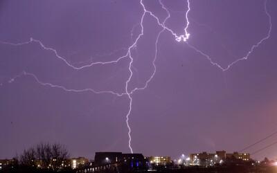 Zajtra čakajú Slovensko najsilnejšie tohtoročné búrky. Hrozí dokonca tornádo