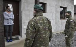 Zákaz vychádzania od 20.00 budú kontrolovať vojaci. Intenzívne budú aj kontroly domácej karantény a hraníc