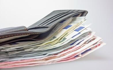 Zákaznice našla v uherskobrodském supermarketu peněženku se sto tisíci. Peníze poctivě vrátila majiteli