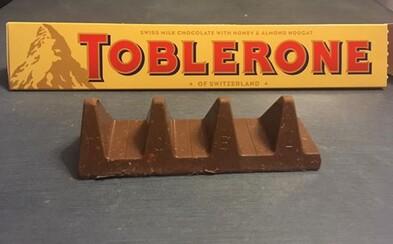 Zákazníci sa búria, pretože Toblerone výrazne ubralo z váhy svojich tyčiniek a úplne pokazilo ich výzor