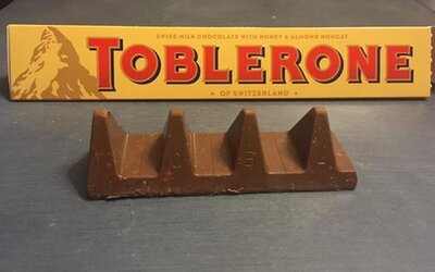 Zákazníci se bouří, protože Toblerone výrazně ubralo z váhy svých tyčinek a úplně zkazilo jejich vzhled