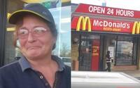 Zákazník dojal starší pracovnici v McDonald's, když jí daroval nové auto