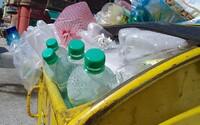 Zálohovatelné PET láhve v Česku? Instituce tlačí na vládu, aby zavedla opatření jako v jiných zemích EU