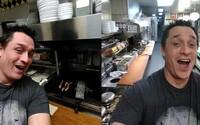 Zamestnanca našiel spať, tak si pripravil sendvič, umyl gril a peniaze nechal na pulte. Prevádzka ho potom pochválila za kuchárske zručnosti
