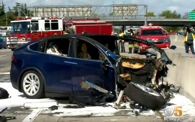 Zamestnanec Apple zahynul pri nehode, miesto šoférovania Tesly hral videohru na mobile, ukázalo vyšetrovanie nehody