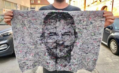 Zametá veci pod koberec, prekrýva špinu a rozmazáva exkrementy. Slovenský obchod predáva handru s podobizňou premiéra Pellegriniho