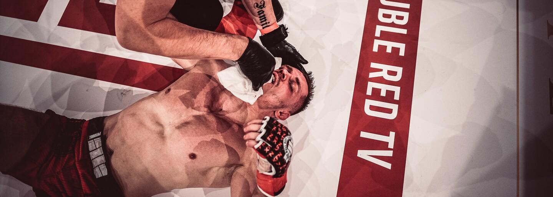 Zápas bez rukavíc, zlomené obidve ruky a tvrdé KO od zverenca Makhmuda Muradova. Aká bola akcia Double Red Fight Night?