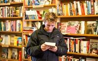 Zaplatit si za to, že tě zaměstnají? Ve skotském knihkupectví si lidé takto plní svoje sny