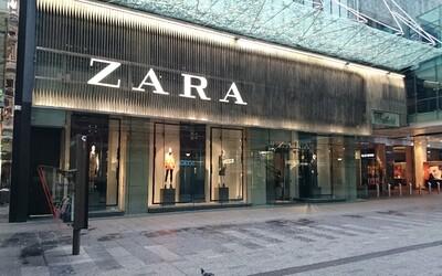 ZARA má problém. V oblečení se objevily přišité vzkazy od pracovníků, kteří za výrobu módních kousků nedostávají zaplaceno