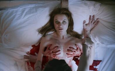 Žárlivá expřítelkyně se v komediálním hororu Nina Forever vrátí ze záhrobí