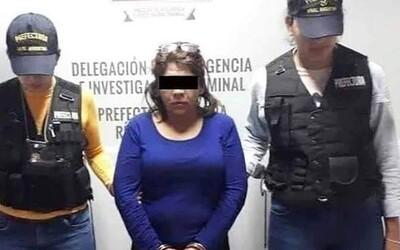 Žárlivá manželka ubodala svého muže kvůli fotce s mladší ženou. Nepoznala, že na fotografii je ona