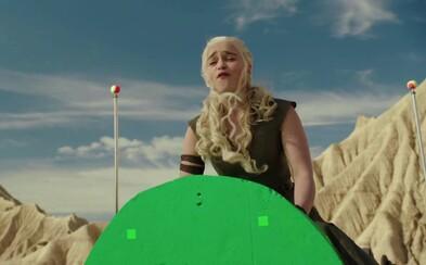 Zasmej sa pri nepodarených záberoch zo 6. série Game of Thrones. Tyrion ani Daenerys občas nevedeli zadržať smiech