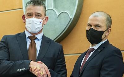Zastavil ozbrojených kukláčov zo Sobraniec, keď vybehli na vyšetrovateľov NAKA. Policajného prezidenta Kovaříka obvinili