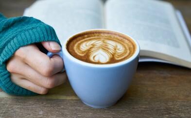 Závery o vplyve kávy a kofeínu na zdravie sú jasné. Kávičkári sa môžu radovať, no sú ľudia, ktorí by to nemali preháňať