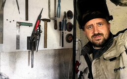 Závody traktorů, nožíř, autíčka na ovládání. Představujeme české YouTube kanály tvořící v angličtině, které oslovily svět