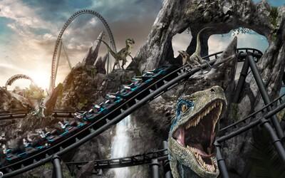 Zaži voľný pád pri snahe ujsť smrtiacim beštiám: V zábavnom parku Jurassic Park v lete 2021 otvoria novú horskú dráhu