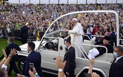 ZÁZNAM: Pápež odletel do Vatikánu, za štyri dni ho navštívilo viac ako 100-tisíc veriacich