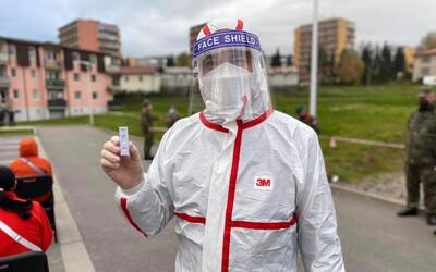Záznam: V sobotu sa prišlo testovať skoro 60-tisíc Slovákov, má to však háčik. Koľko infikovaných odhalili?
