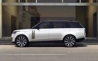 Zcela nový Range Rover je tady. Má až 5 displejů, čistý design a osmiválec s výkonem 530 koní od BMW
