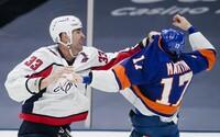 """Zdeno Chára má za sebou jubilejnú bitku v NHL. """"Naozaj to chceš?"""" opýtal sa pred pästným súbojom protihráča"""