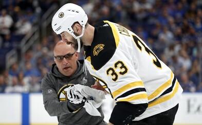 Zdeno Chára so zlomenou čeľusťou zrejme nastúpi do finálového zápasu play off NHL. Nemôže otvárať ústa ani rozprávať